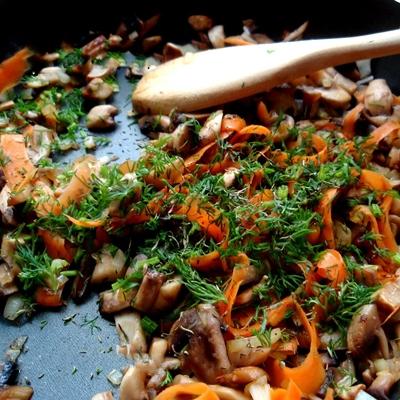 Картофельные пирожки с начинкой: рецепт с фото пошагово