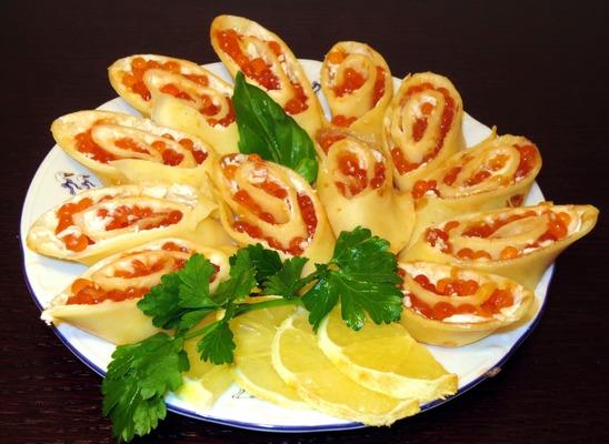 Блинчики с красной икрой и сливочным сыром: пошаговый рецепт с фото