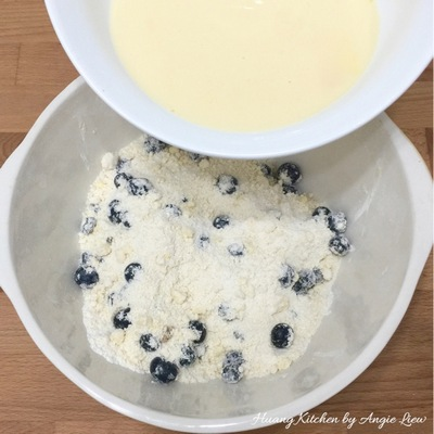 buttery-blueberry-streusel-muffins-12