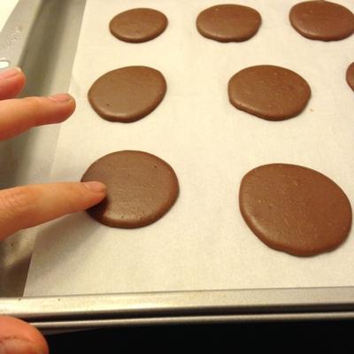chocolate-chestnut-cream-macarons-12