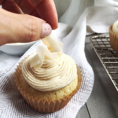 coconut-cupcakes-with-vanillacoconut-08