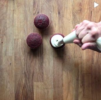 red-velvet-cupcakes-12