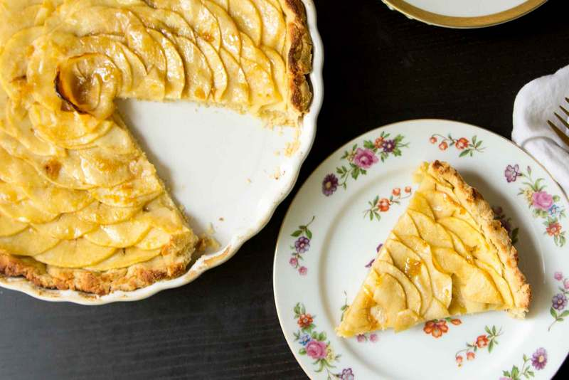 Яблочный тарт - открытый яблочный пирог из песочного теста