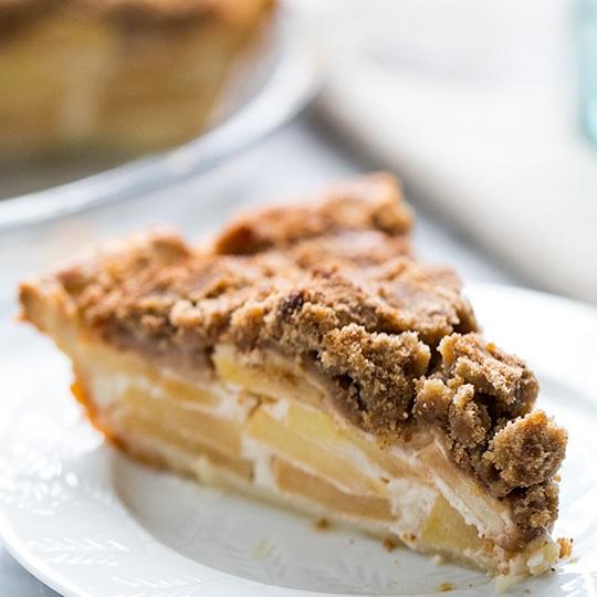 Яблочный пирог с кремом из сметаны