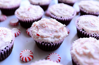 Шоколадные кексы с мятной глазурью