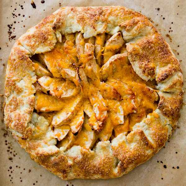 Яблочная галета с сыром Чеддер